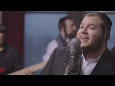 לוי פאלקוביץ' אומר תודה ל-20,000 איש בקליפ מוזיקאלי